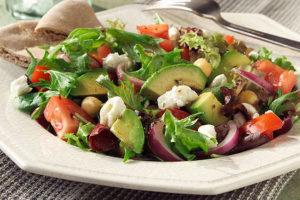 Греческий салат с сельдереем и фетой