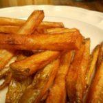 Жареная картошка ломтиками со специями