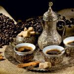 Восточный напиток кофе с кардамоном