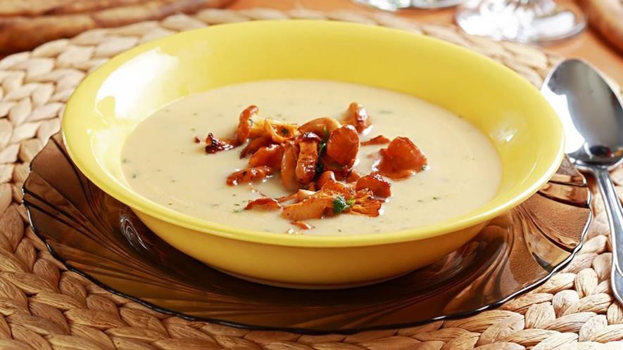 Суп с лисичками, кольраби и дижонской горчицей