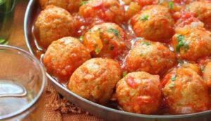 Фрикадельки из индейки в томатном соусе